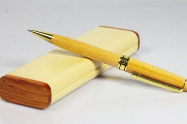 quà tặng sinh nhật bút gỗ