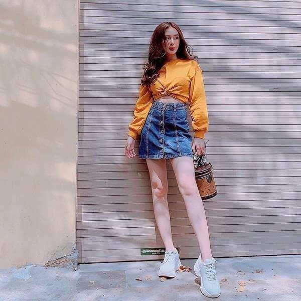 chân váy lưng cao với áo croptop