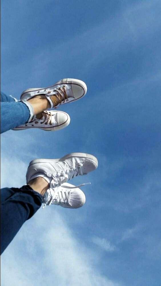 chụp ảnh chân với chân cặp đôi