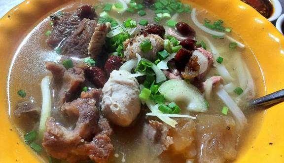 Hủ tiếu bò viên Nơ Trang Long