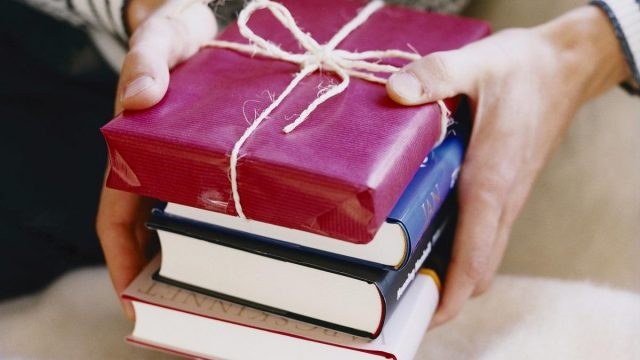 quà tặng sinh nhật cuốn sách