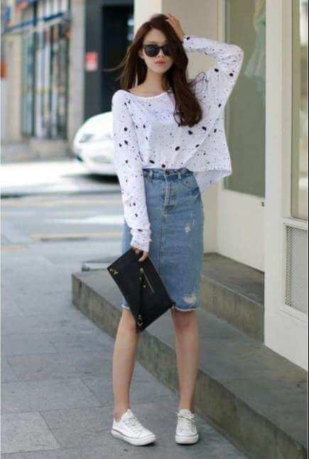 vay-jeans-dai-cung-voi-ao-trang