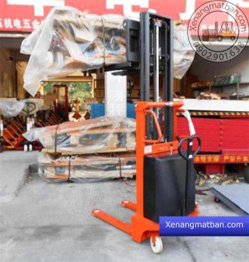 ứng dụng xe nâng bán tự động 1 tấn 3 mét