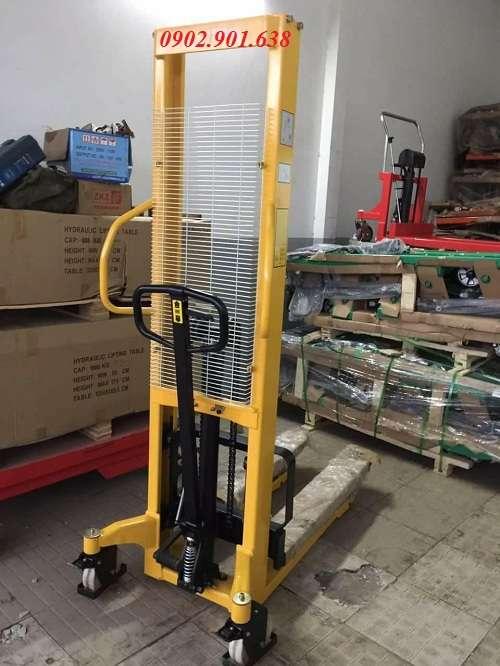 xe-nang-tay-cao-1500kg